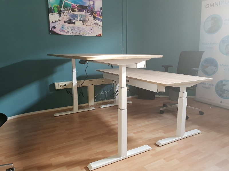 Steelforce 470 sit stand desk switch from sitting to standing | ergonomic desks Worktrainer.com