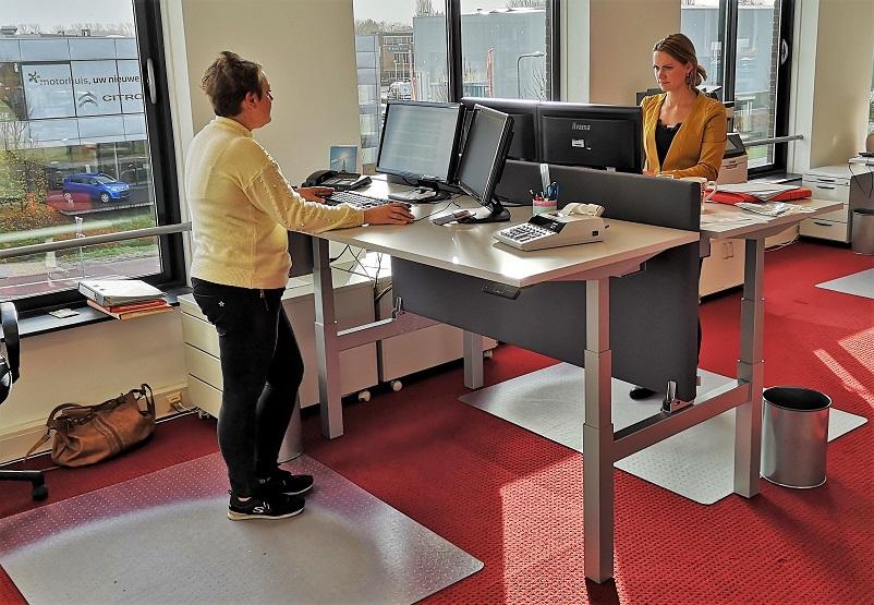 Benches | dubbele zit sta bureaus | wissel zitten en staan af op je werkplek | Worktrainer.nl