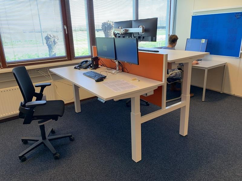honmove duo dubbel stabureau  | wissel staan en zitten achter je bureau af | Worktrainer.nl