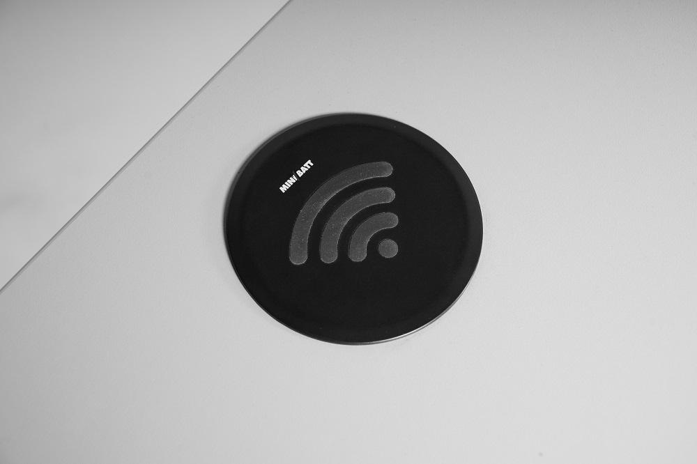 Inbouw oplader mobiele telefoon |  kies voor een gezonde werkplek bezoek Worktrainer.nl