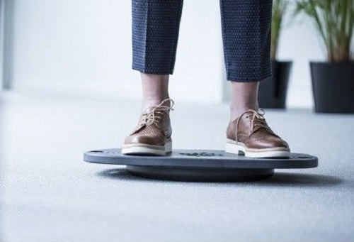 Balance boards | switch standing and balancing behind the desk | Worktrainer.com