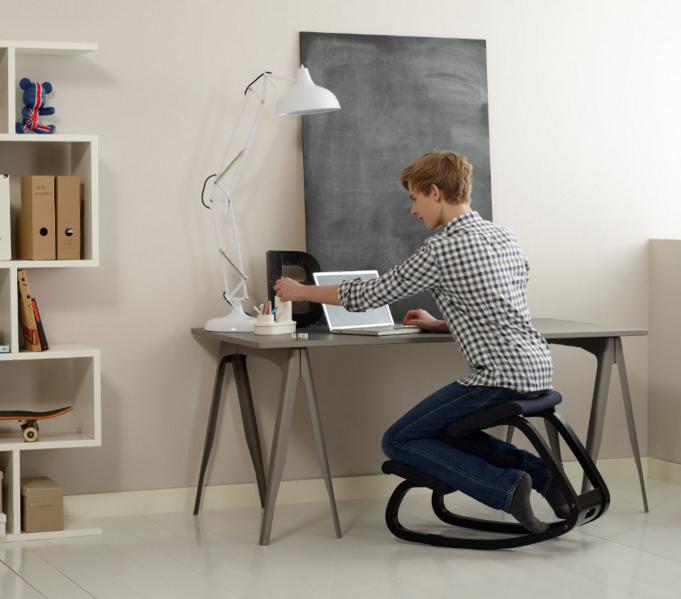 Varier Variable Kniestoel Balansstoel | Gezond zitten op ons actieve kantoormeubilair | Worktrainer.nl