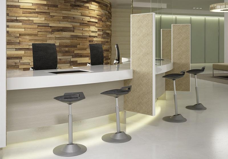 Muvman zit-stastoel | Actief zitten achter je zit-sta bureau | Worktrainer.nl