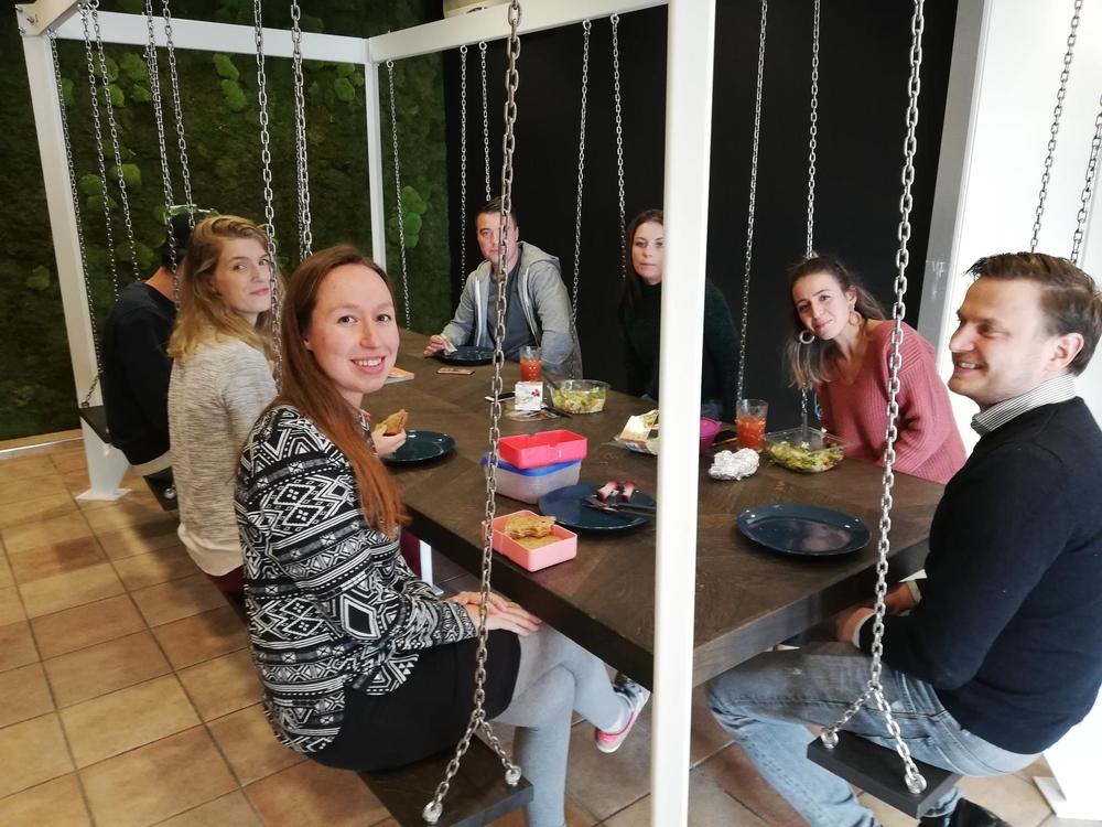 Schommeltafel vergadertafel | kies voor een gezonde werkplek bezoek Worktrainer.nl