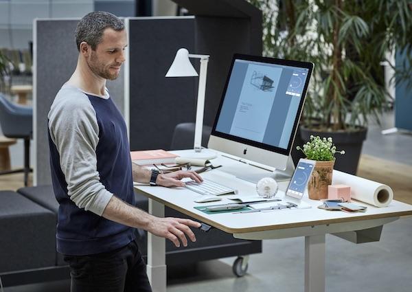 Linak smartdesk hoog laag elektrisch | kies voor een gezonde werkplek bezoek Worktrainer.nl