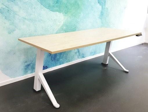 Y desk zit sta bureau | kies voor een gezonde werkplek bezoek Worktrainer.nl