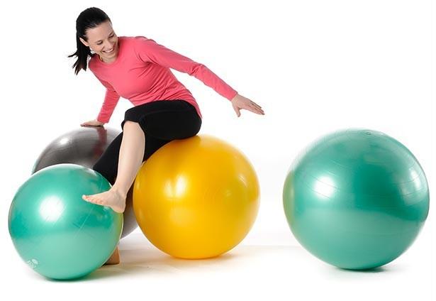 Zitbal kleuren  | wissel staan en bewegend zitten achter je bureau af | Worktrainer.nl