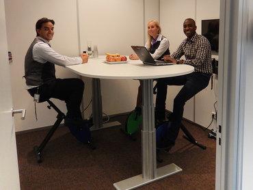 Vergadertafel met deskbikes