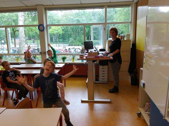Staan voor de klas met zit-sta bureau A270