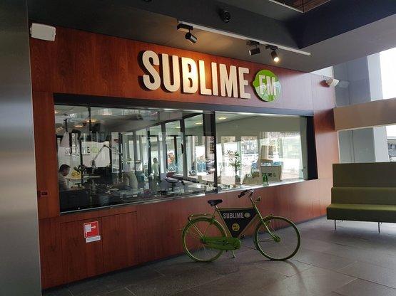 Van de fiets naar de Deskbike bij Sublime FM