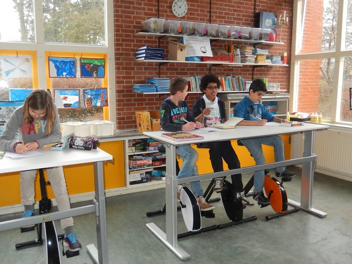 Deskbikes achterin de klas