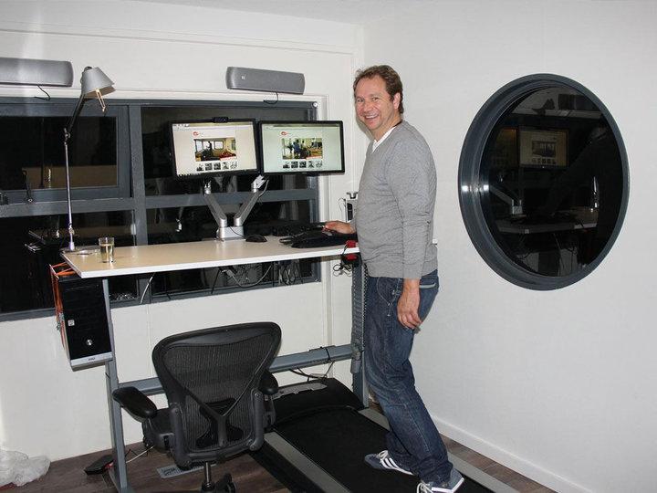 Michiel heeft zijn Oracle thuiswerk budget ingezet voor een Walkdesk XL