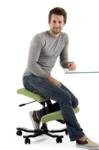 Balansstoel Wing | balanskruk | wissel staan en zitten achter je bureau af | Worktrainer.nl