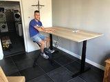S670 Zit-sta bureau met een zwarte deskbike