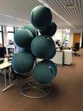 zitballen standaard | wissel staan en bewegend zitten achter je bureau af | Worktrainer.nl