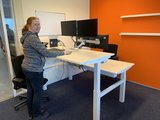 Duo werkplek zit sta bureau   | wissel staan en zitten achter je bureau af | Worktrainer.nl