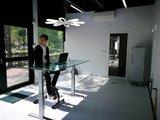Jordy op de deskbike | Deskbike bureaufiets | Fiets je fit achter je bureau | Worktrainer.nl