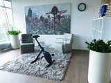 DeskBike in modern l Deskbike bureaufiets | Fiets je fit achter je bureau | Worktrainer.nl interieur