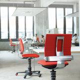 werkplek met beweegstoelen