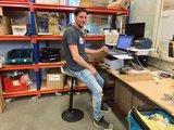 Werkplekinrichting Muvman stastoel | Ergnomische beweegkruk om fit te blijven op je werk | Worktrainer.nl