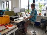 Zit sta beweeg kruk l Muvman stastoel | Ergnomische beweegkruk om fit te blijven op je werk | Worktrainer.nl