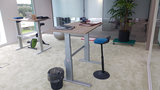 Zit sta stoel op het werk l Muvman stastoel   Ergnomische beweegkruk om fit te blijven op je werk   Worktrainer.nl