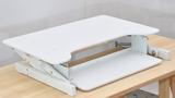 Updesk wit Updesks bureauverhogers  | wissel staan en zitten achter je bureau af | Worktrainer.nl