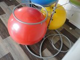 zitballen opbergen op werk | wissel staan en bewegend zitten achter je bureau af | Worktrainer.nl