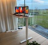 Elements bureau Zwart frame voorkant Elements zit sta bureau elektrisch | kies voor een gezonde werkplek bezoek Worktrainer.nl