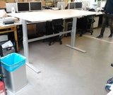 Sit-stand desk AluForce 150, electronically adjustable in height