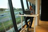 Fietsend achter bureau l Deskbike bureaufiets | Fiets je fit achter je bureau | Worktrainer.nl