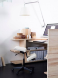 balanceren op werk | balanskruk | wissel staan en zitten achter je bureau af | Worktrainer.nl