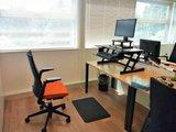 verhoger gewoon bureau Updesks bureauverhogers  | wissel staan en zitten achter je bureau af | Worktrainer.nl