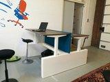 bureau met wangen   | wissel staan en zitten achter je bureau af | Worktrainer.nl