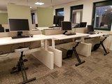 bench met wangen met deskbike   | wissel staan en zitten achter je bureau af | Worktrainer.nl