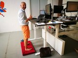 Kybun achter het bureau Kybun stamat | kies voor een gezonde werkplek bezoek Worktrainer.nl