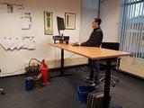 zit-sta bureau Linak zwart | kies voor een gezonde werkplek bezoek Worktrainer.nl