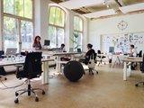 Ixxi | wissel staan en zitten achter je bureau af | Worktrainer.nl