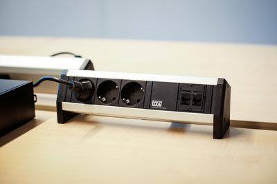 Desk-1-sfeerfoto2 alle accessoires bij je zit-sta bureau koop je online bij Worktrainer.nl